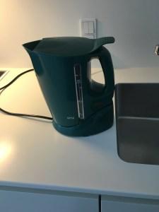 Min grønne el-koger som jeg købte som det aller aller første da jeg flyttede ind på Gården, døde 13. Februar 2016. Indkøbt i September 1999.....