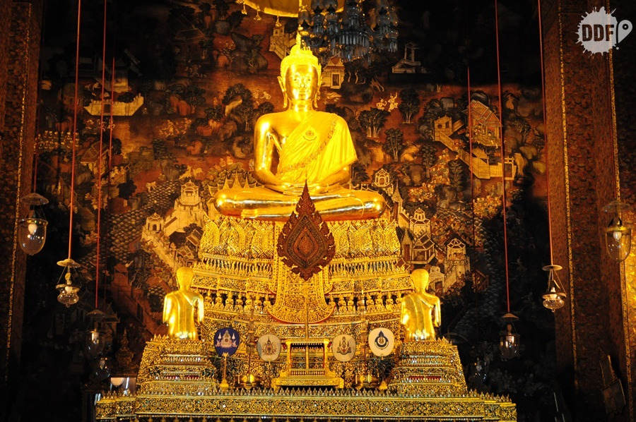 Wat-Pho-interior-do-templo