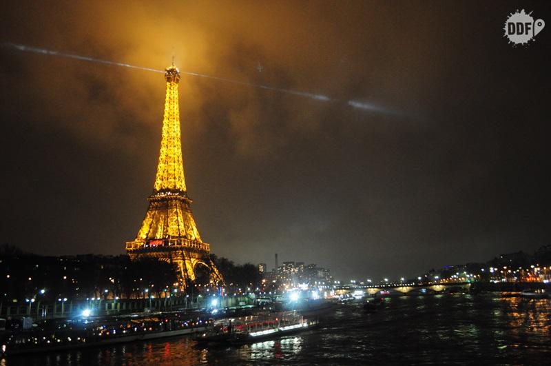 Paris-torre-eiffel-noite-vista-cidade-franca