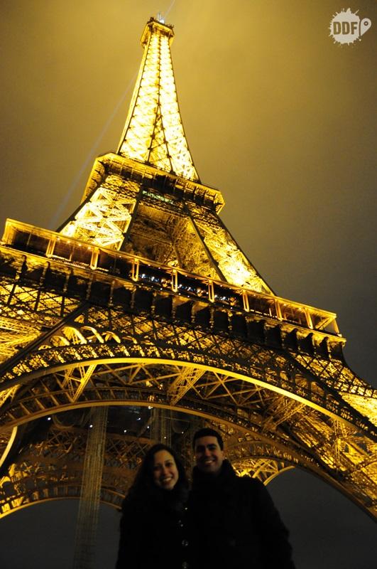 visita-paris-torre-eiffel-noite
