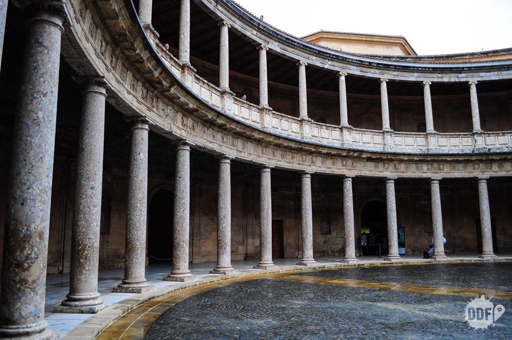 alhambra-granada-palacio-carlos-v-patio-interior-cidade-monumento-espanha