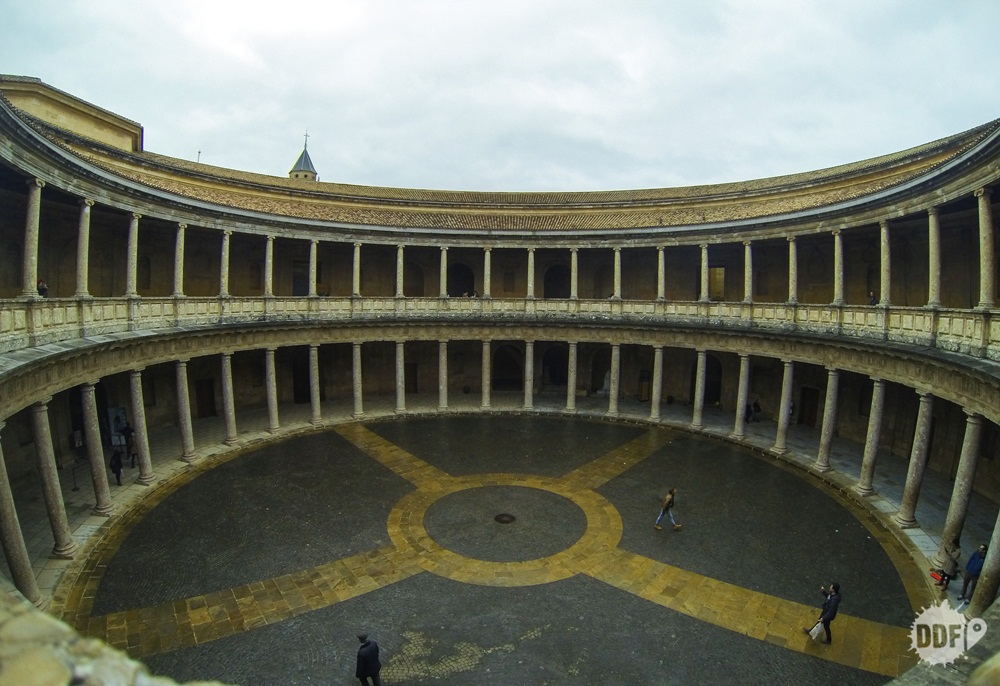 alhambra-granada-palacio-carlos-v-patio-interior-panoramica-cidade-monumento-espanha
