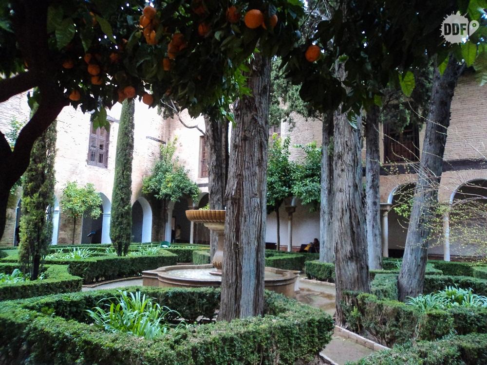 alhambra-palacio-casa-real-cristiana-patio-de-lindaraja-monumento-visita-granada-viagem-espanha
