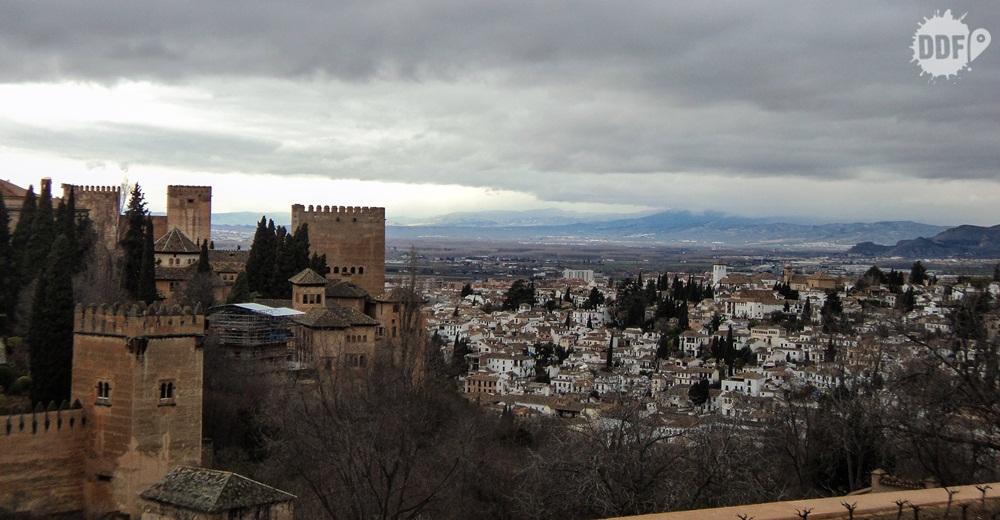 alhambra-torre-del-homenaje-cidade-palaciana-monumento-granada-viagem-espanha