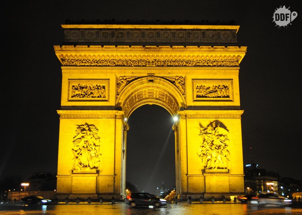 arco-do-triunfo-noite-luzes-paris-franca