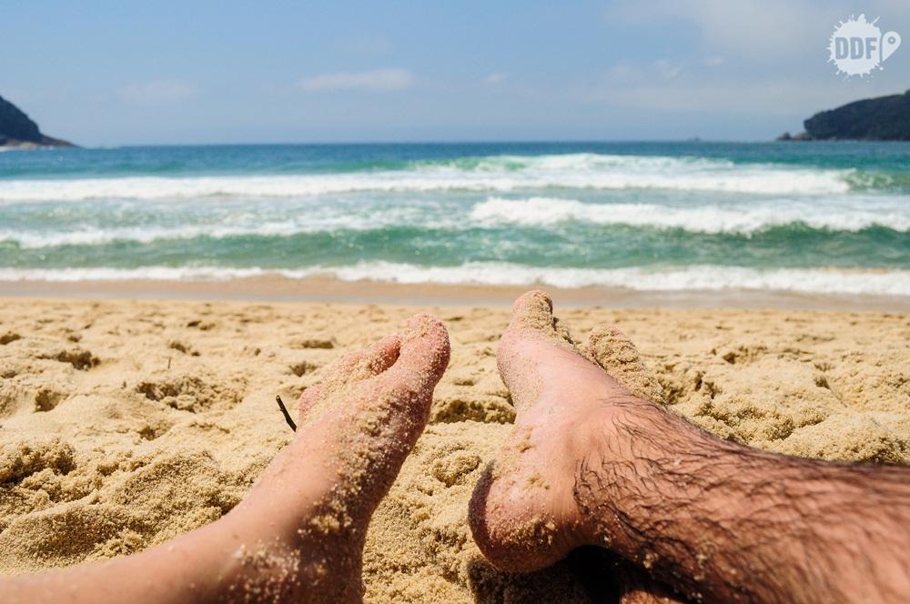 viagem-casal-viajando-namorado-namorada-marido-esposa-praia