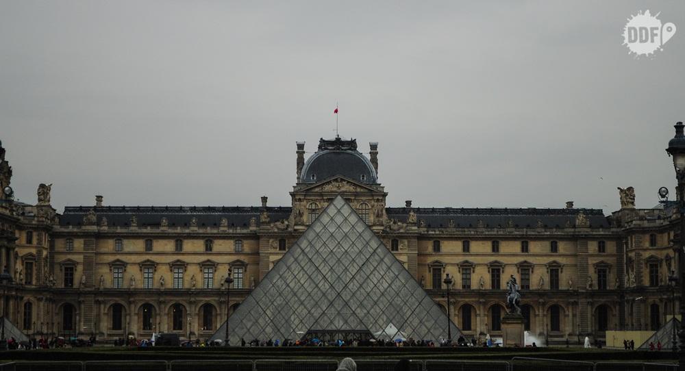 louvre-museu-fachada-piramide-cristal-palacio-paris-franca
