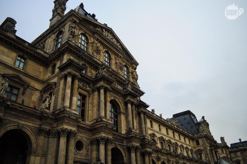 louvre-museu-palacio-fachada-entrada-paris-franca-europa