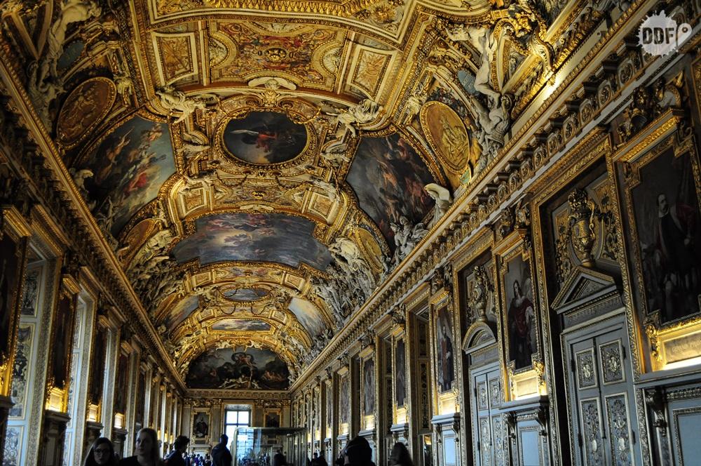 louvre-museu-palacio-interior-exposicao-paris-franca