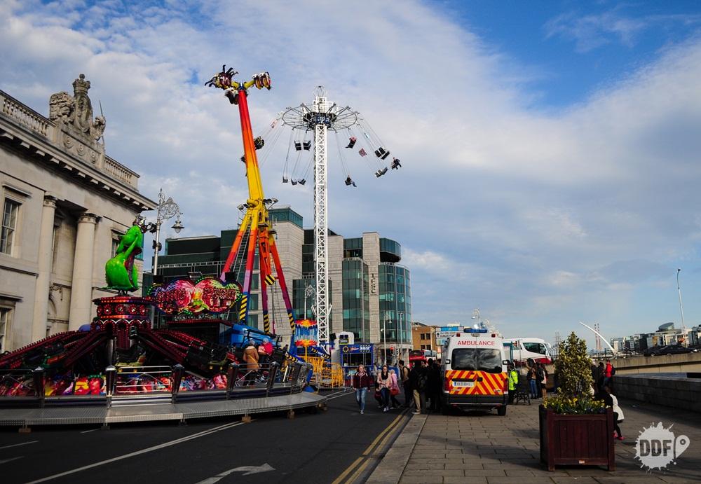 saint-patrick-day-festival-irlanda-dia-de-sao-patricio-dublin-parque-de-diversoes-rio-liffey