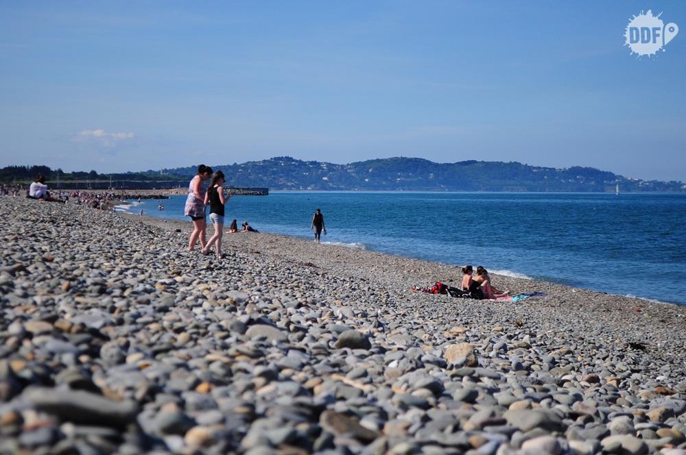 irlanda-wiclow-litoral-praia-bray-pedras-mar-sol