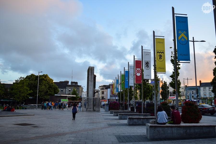 galway-irlanda-ireland-viagem-mochilao-praca