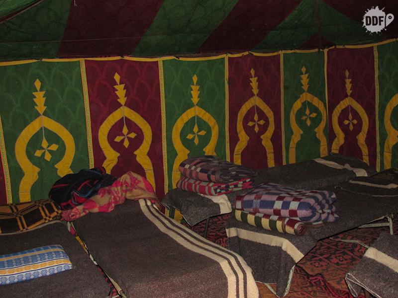 Tendas do acampamento no Deserto do Saara