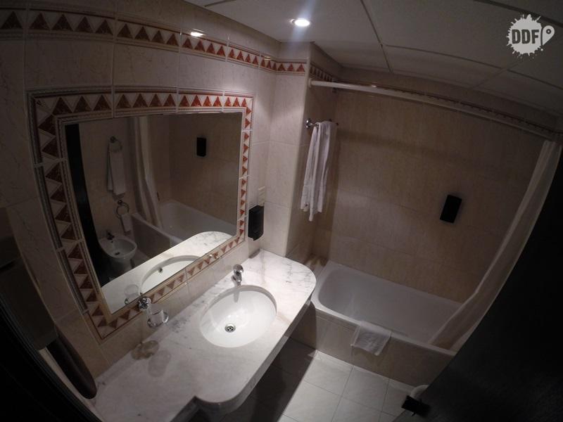 onde ficar em faro quarto casal hotel mônaco banheiro