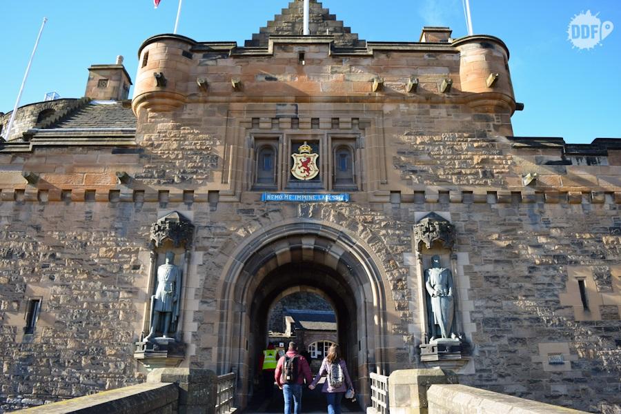 castelo de edimburgo entrada portao principal escocia