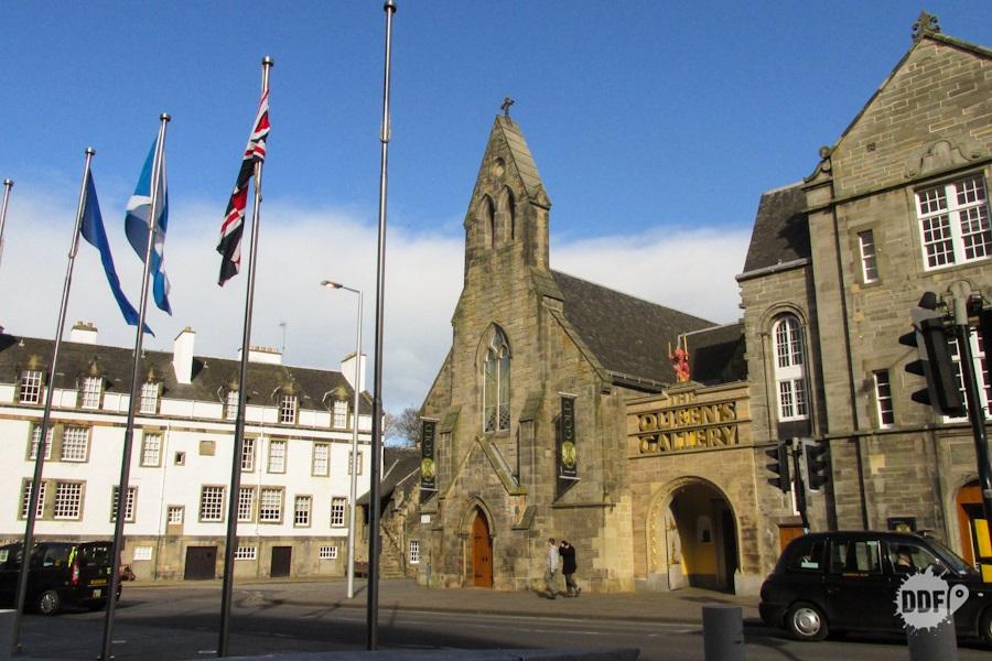 edimburgo-walking-tour-caminhada-cidade-pontos-turisticos-escocia-castelo-holyrood-queens-galery