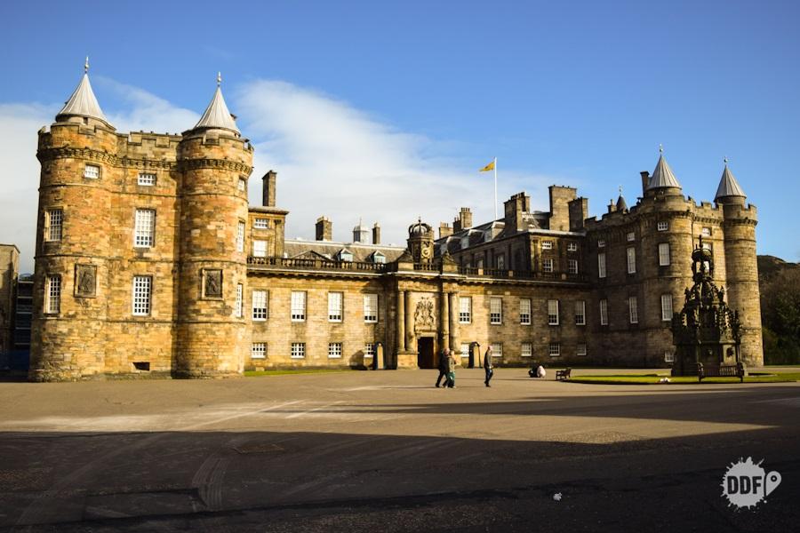 edimburgo-walking-tour-caminhada-cidade-pontos-turisticos-escocia-castelo-holyrood-reino-unido
