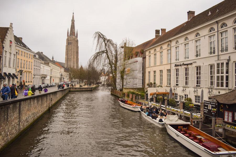 Bruges cidade de conto de fadas Belgica passeio barco rio viagem ferias Europa