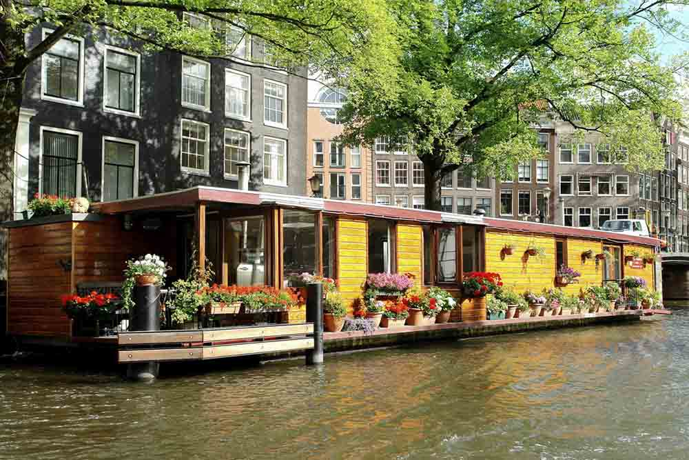 Houseboat-Amsterdam-Foto-di-Stephen-Curtin