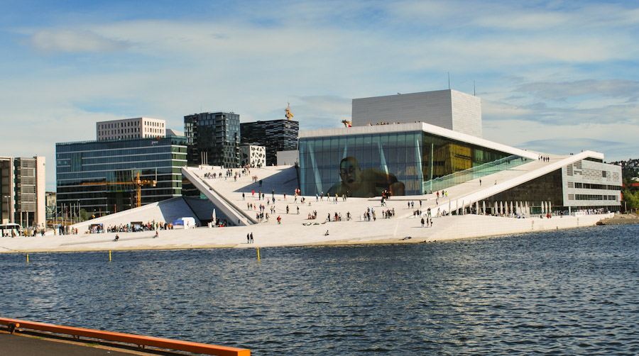 Oslo_Opera_House_seen_from_Langkaia