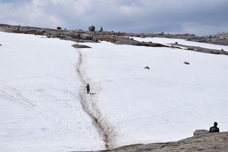 neve na trilha para a kjeragbolten