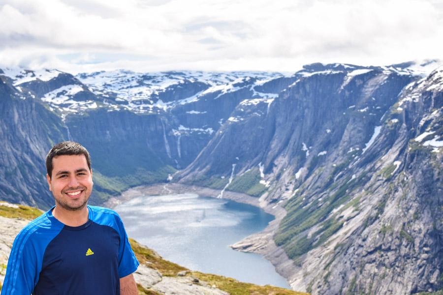 Trilha para a Trolltunga na Noruega paisagem