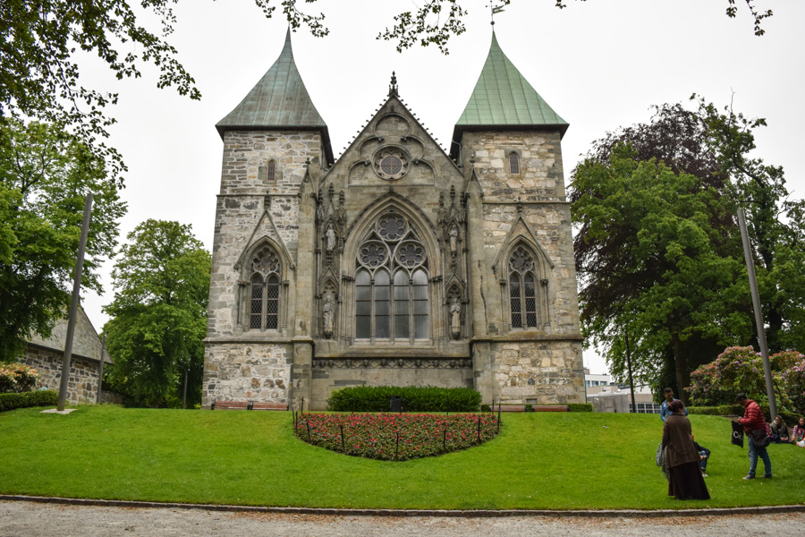 stavanger-catedral-cidade-noruega-viagem-europa-estilo-gotico-medieval