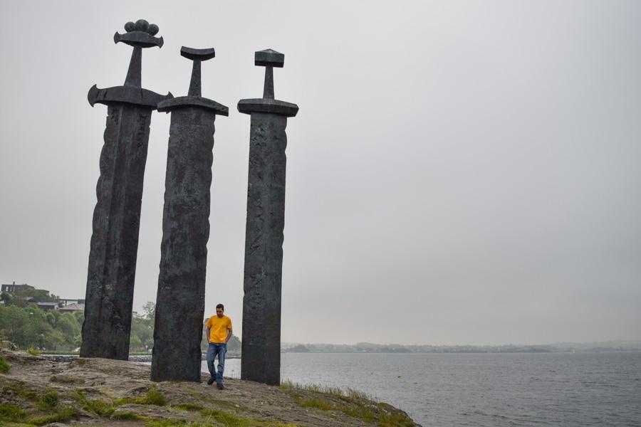 stavanger-espadas-na-montanha-sverd-i -fjell-noruega-monumento