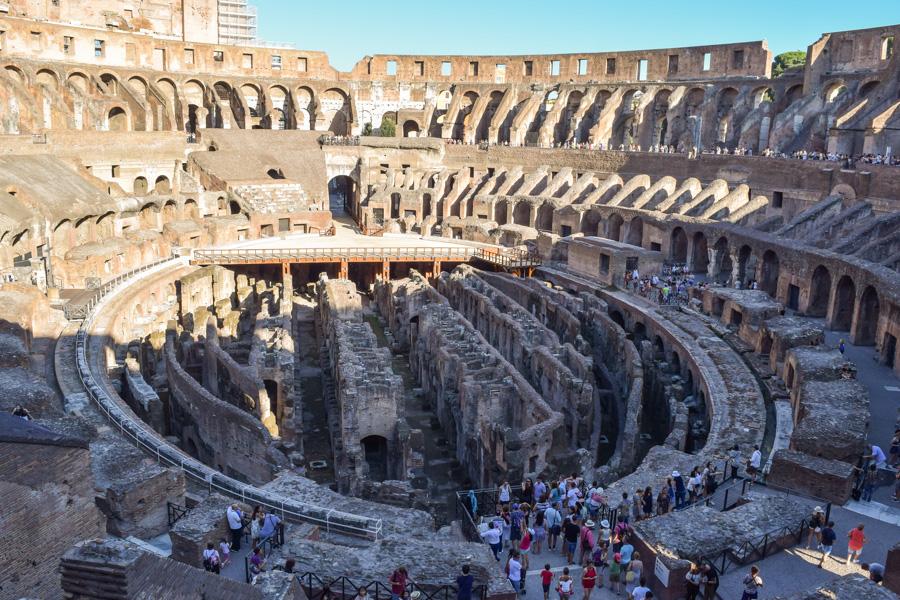 Coliseu de Roma vista por dentro da arena