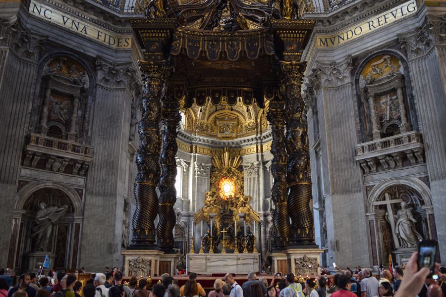 praca de sao pedro basilica vaticano altar igreja catolica tumulo apostolo peregrinacao roma