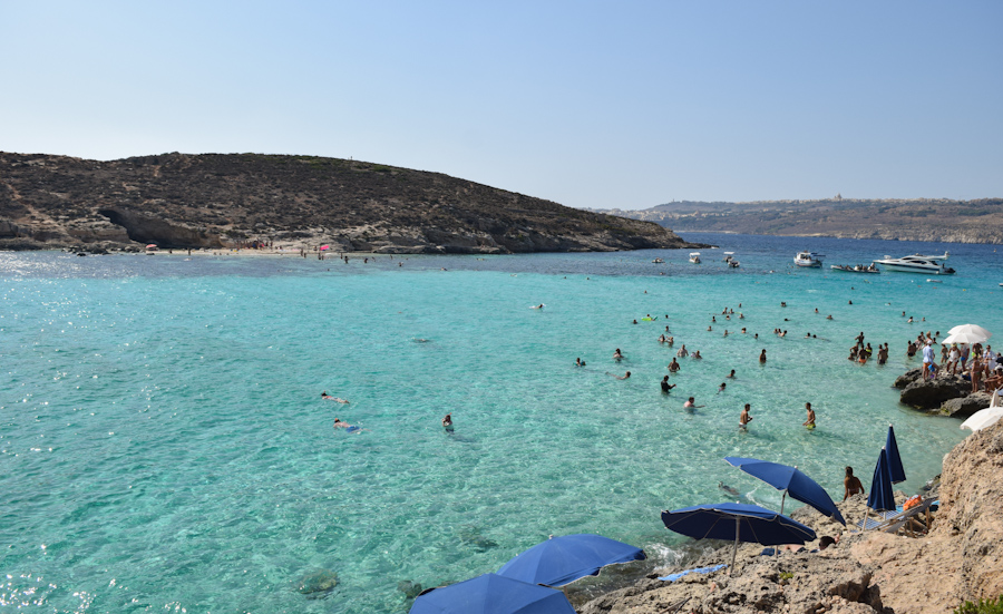 Blue lagoon em Comino na ilha de Malta praias 4