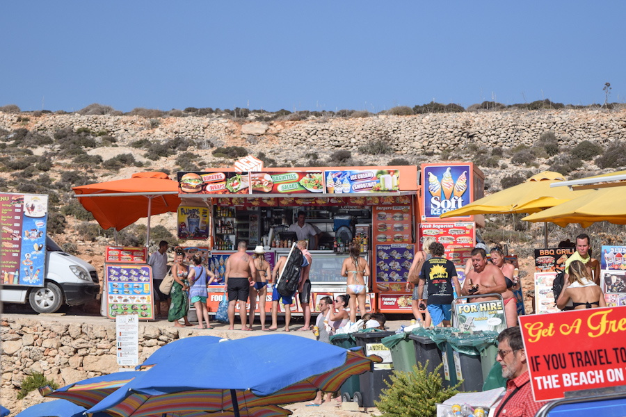Blue lagoon em Comino na ilha de Malta praias comida