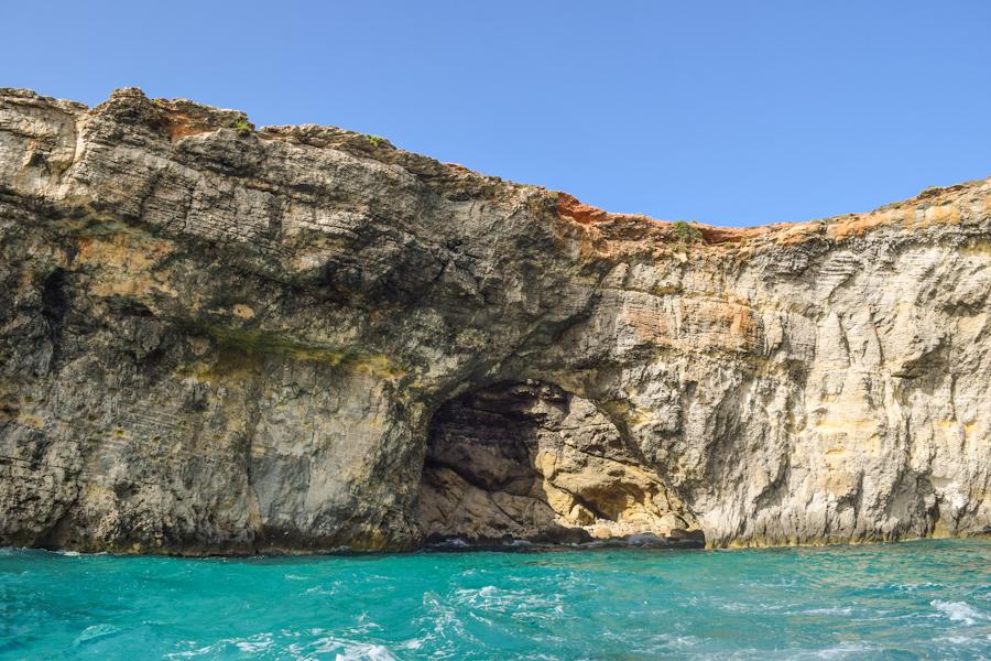 Blue lagoon em Comino na ilha de Malta praias e cavernas