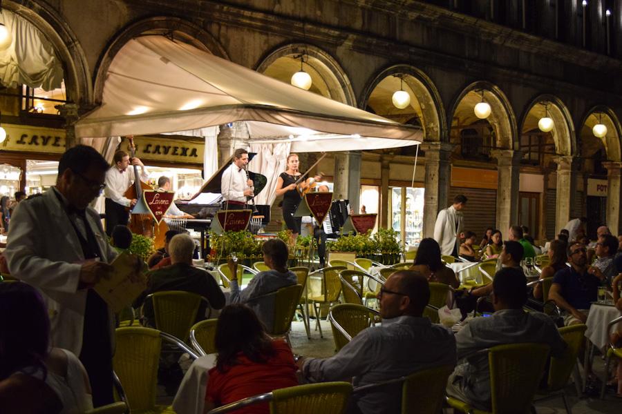 apresentação musical em veneza na praca de san marco