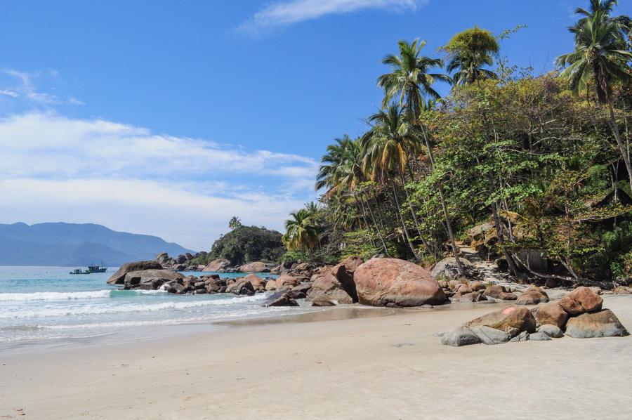 melhores-praias-de-ilha-grande-praia-do-aventureiro-coqueiro