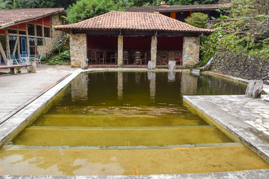 pousada em itaipava paraíso do açu piscina
