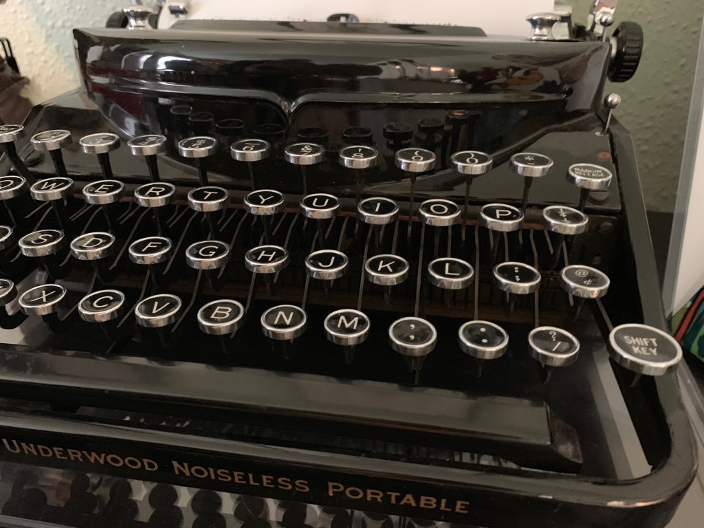 Underwood Noiseless Portable antique typewriter