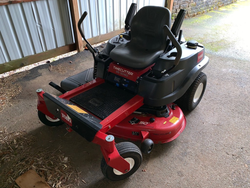 Zero-turn riding mower