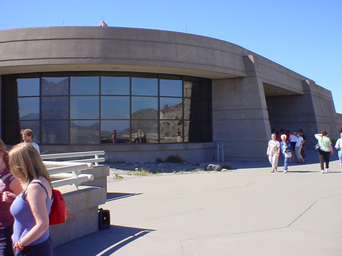 Bunker-like visitor center