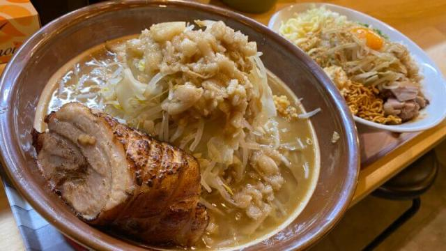 クローバー久喜駅西口駅前店二郎系ラーメンまぜそば麺増し2個食い