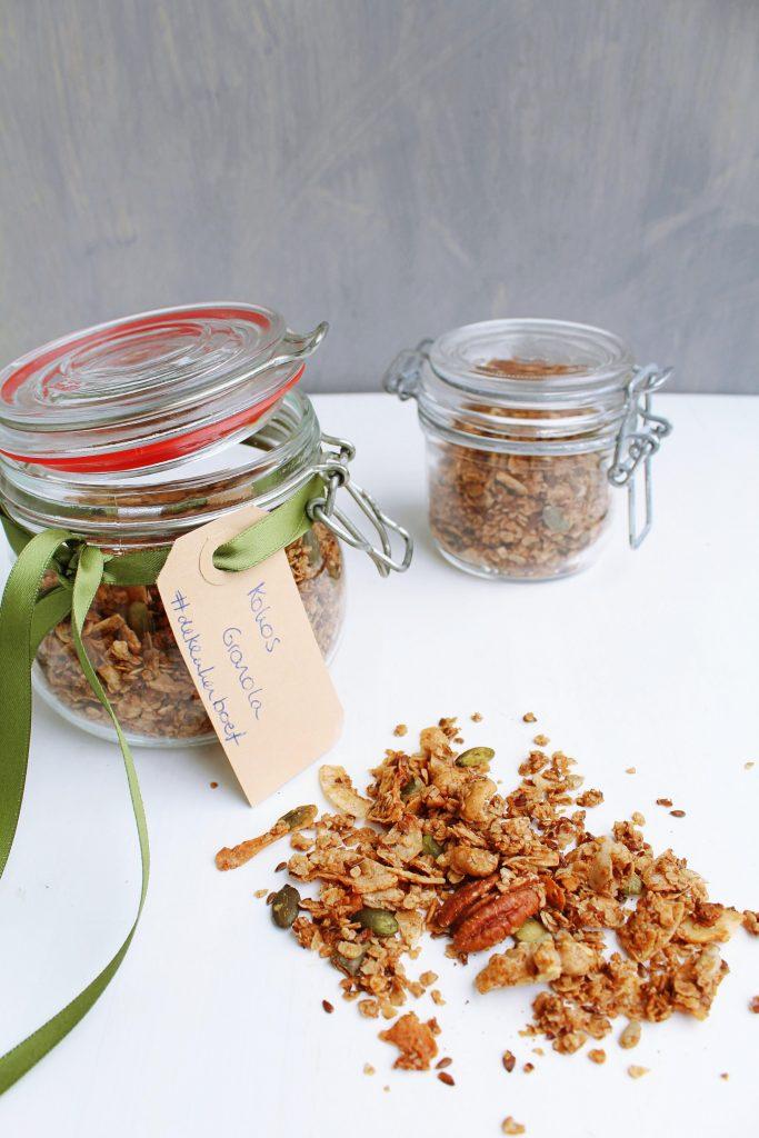 Homemade kokos granola