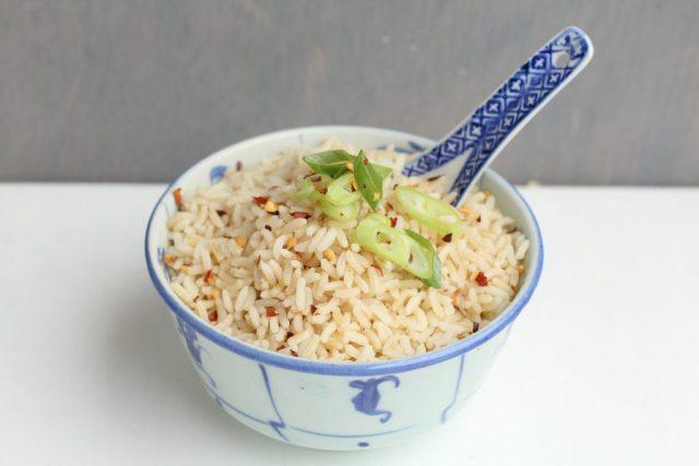 Tempeh kering met nasi goreng