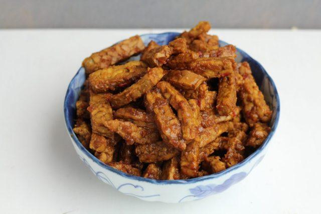 tempeh kering - onderdeel Indische rijsttafel