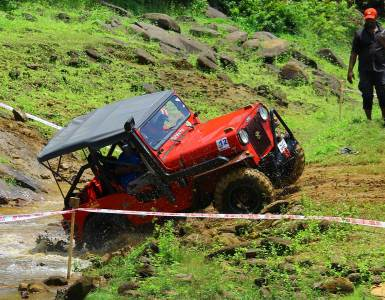 Bhoothathankettu-Fest-(Four-Wheel-mud-race)-Crossing-the-natural-water-area-on-off-road-track, Bhoothathankettu Slush Fest
