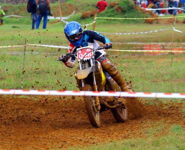 Bhoothathankettu-Mud-Race-2017-rider-moving-on-the-hard-turn, Bhoothathankettu Mud race, bike racing india, bike racing, two wheeler racing, off road bike racing