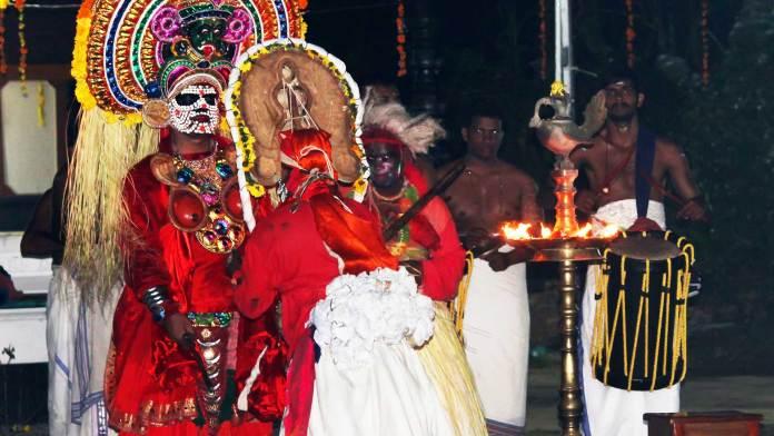 Battle-between-Goddess-Kali-and-Demon-Darika,-a-scene-in-Mudiyettu