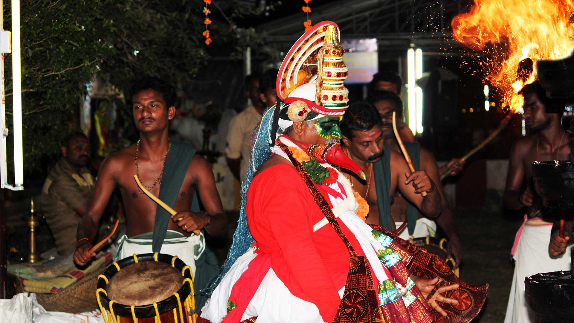 Thookkam-performer-presenting-the-dance-before-the-goddess