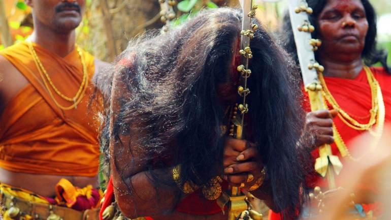 Velichappadu-or-Komaram-at-Kodungallur-Bhagavathy-Temple-Kodungallur-Bharani-Festival-Kerala-Festival-Photos-De-Kochi, Kodungallur Bharani