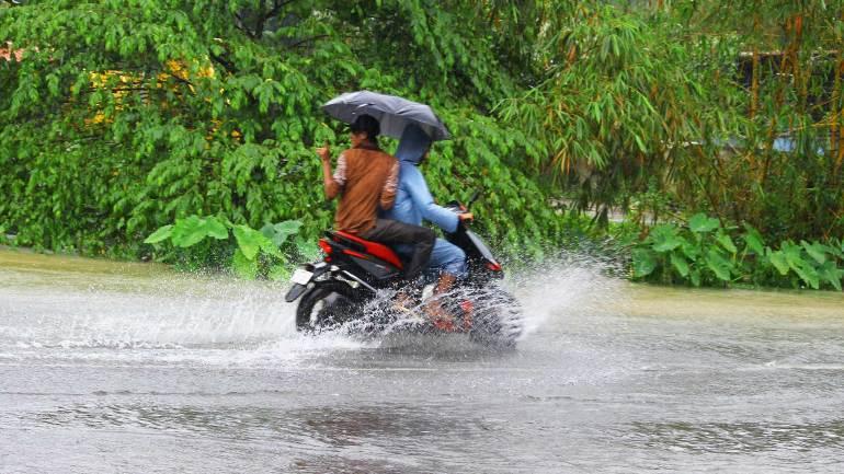 Kerala-Monsoon-Photo-Two-Wheeler-Passengers