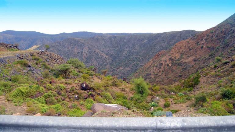 Shades-of-the-hills,-Sheikh-mountains,-Sheikh-village-Somaliland
